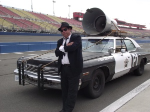 Jake and Elwood with the Bluesmobile
